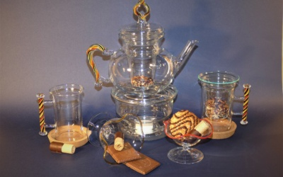 Glas Tee Kanne mit Filter ca. 1 Liter, mit farbigem Henkel / Griff