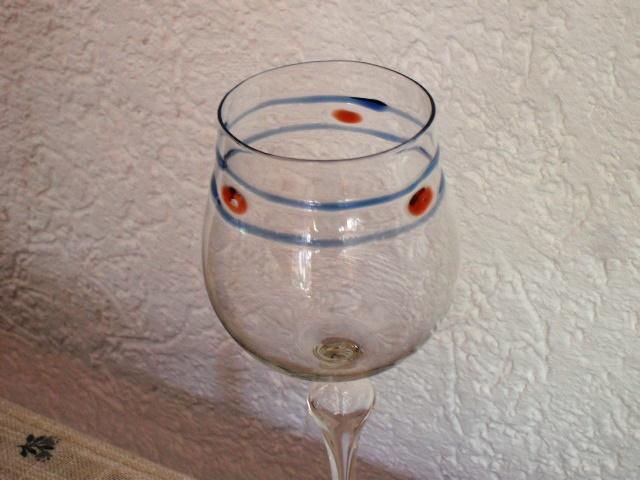 Ergänzung von Weingläsern nach Muster