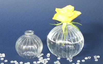 Kugelvase aus klarem Profil Glas