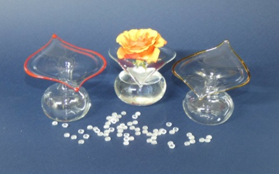 Glas Vase, Rand in Herzform oder geschwungen